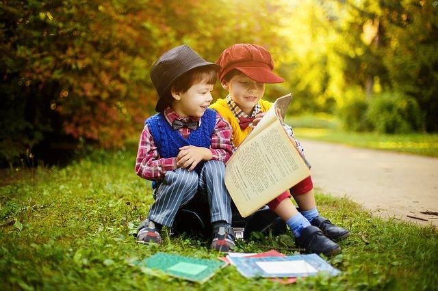 【朗報】幼少期によく読書をしていた子どもはテスト成績、年収までアップするらしい。