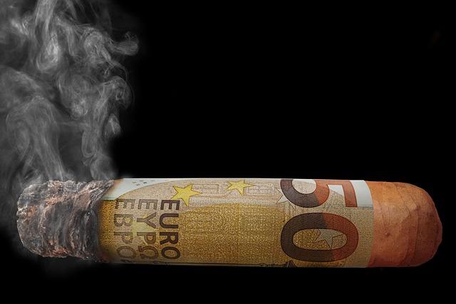 タバコ 喫煙者 時給 収入 低下