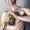 筋トレ定番サプリ「BCAA」とは?筋肉回復効果のエビデンスを検証してみたら…。