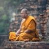 【マインドフルネス瞑想との違い】思考を観察して自分を見つめ直す仏教の「ヴィパッサ