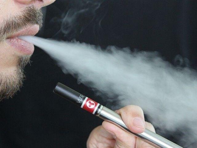 電子タバコに関連する肺の損傷の症例が新たに報告されたみたいだ