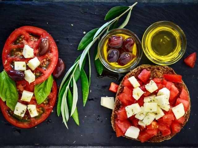 地中海式ダイエットが最強の健康食たる秘密: オリーブオイルが鍵?