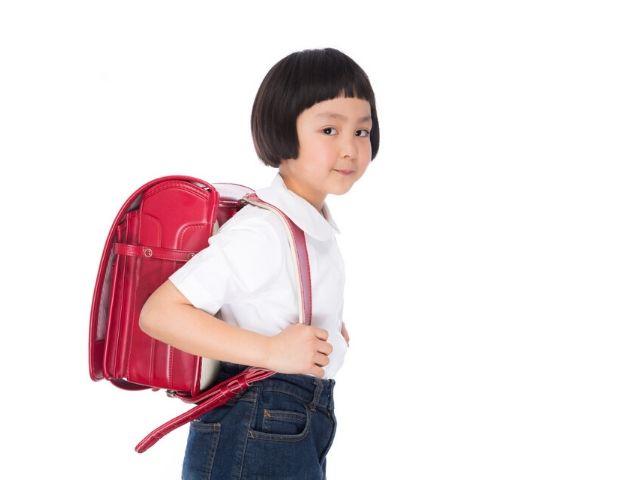子どもの通学用カバンは腰痛の原因になるのか?