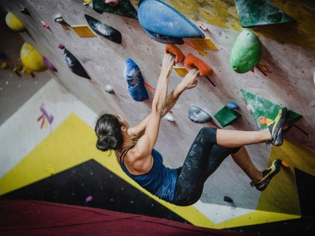 ボルダリングはうつ病にも効果てき面?! 目の前の壁を登ってメンタルを改善!