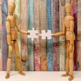 マインドフルネスは周りの人に手を差し伸べる利他的な行いを加速させるか?
