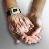 情けは人の為ならず?他人を想う親切な行動は自分の痛みまで和らげるみたいだ