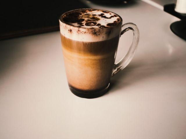 メタ分析: 運動の疲労回復にはチョコレートミルクが最適?
