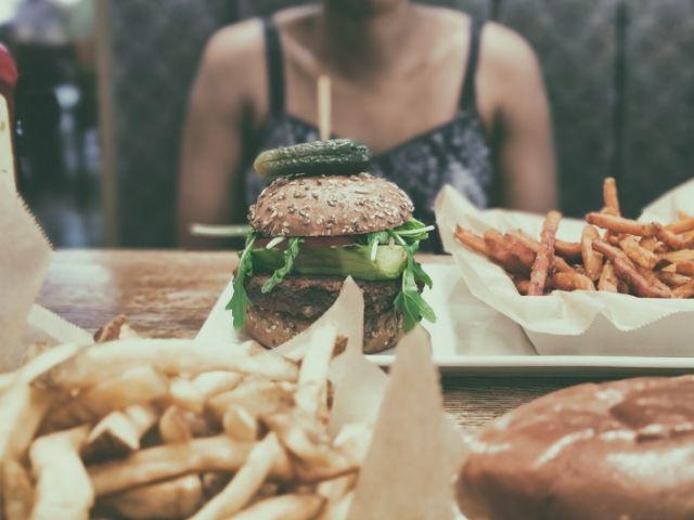 厳しい糖質制限によって健康的なメリットはあるのか?
