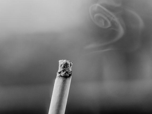 【メカニズムも解説】新型コロナウイルス(COVID-19)の重症化リスクはタバコで高まるという話は本当なのか?