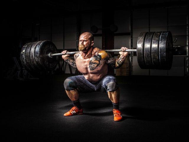 【バックスクワット編】ネガティブ動作にゆっくり時間をかけて限界まで追い込めば筋肉が発達しやすくなる!って本当?