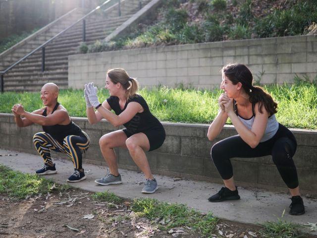 【フル vs. ハーフ】スクワットのしゃがむ深さによって下半身の筋肉への効果はどう変わるのか?