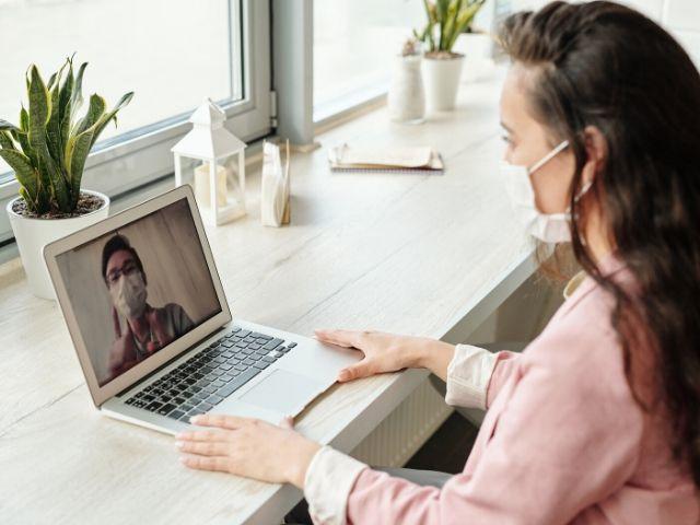Skype、Zoom、LINE…オンラインのビデオ通話で人との関わりは深められるのか?