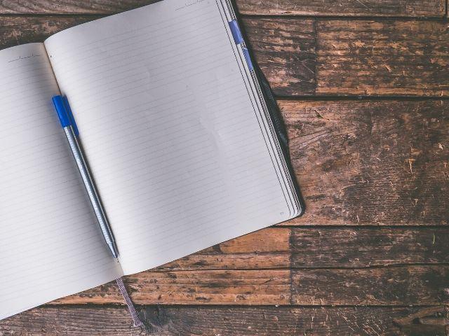 手書きのノートとラップトップの板書ではどちらの方が学習効果が高いのか?