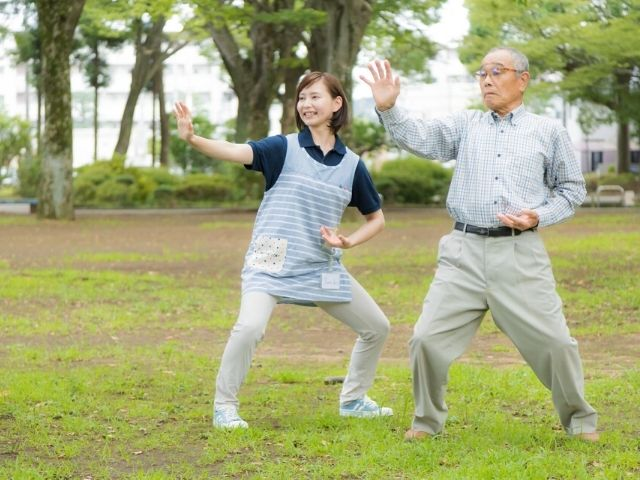 高齢者が筋トレを無理なく楽しく続けられるための最適なアプローチとは?