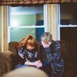 落ち込んでいる人が本当に心に響く「慰めの言葉」の最適解とは?