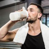 トレーニング後の休憩で飲むプロテインの量問題: 十分な筋たんぱく合成を起こすには何グラム摂ればいいのか?
