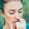 ヨガの定番テクニック「片鼻呼吸法」でリラックス効果&緊張やストレスを即撃退!